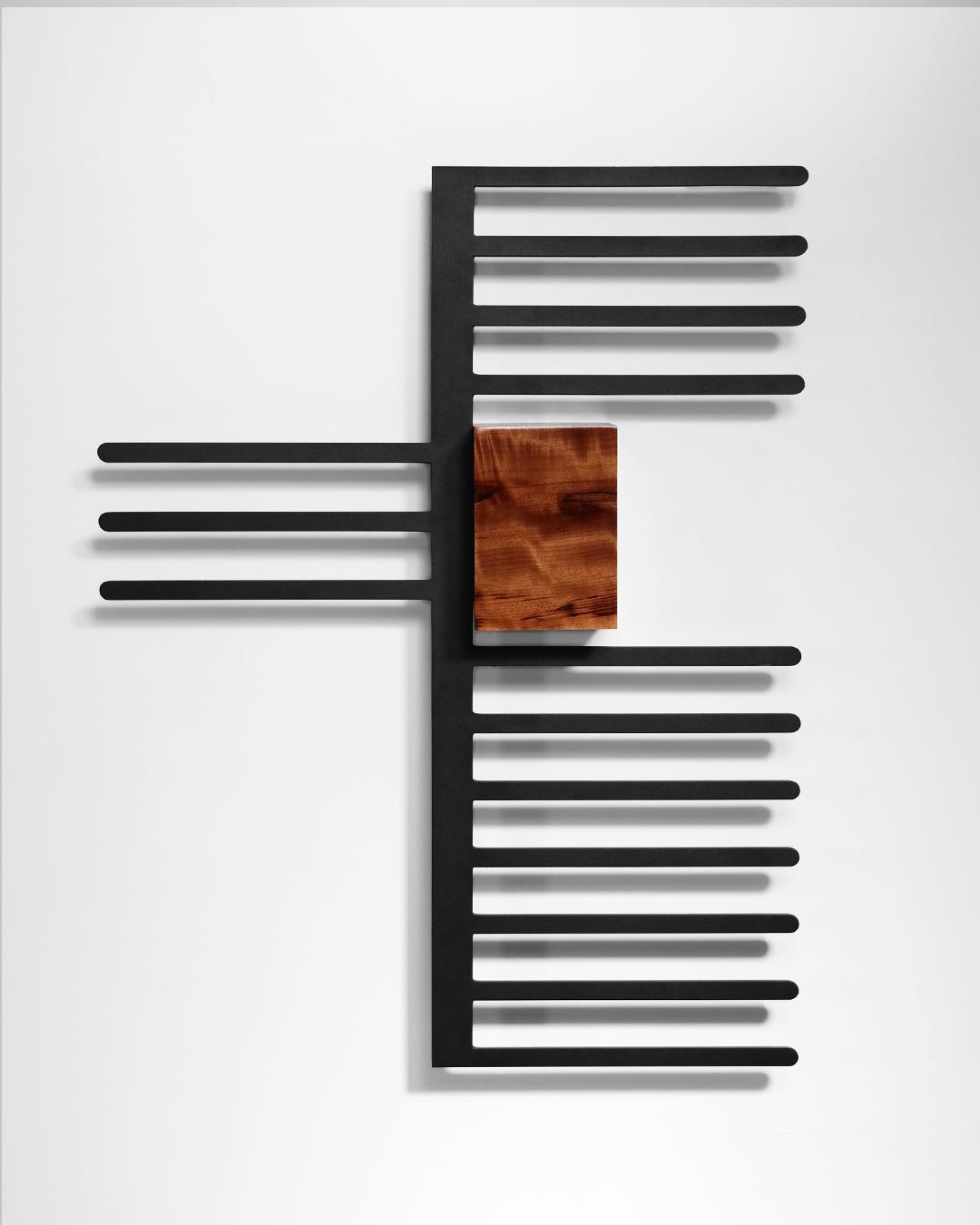 Madeira, metal e pintura 90X71X15cm [ECU019]