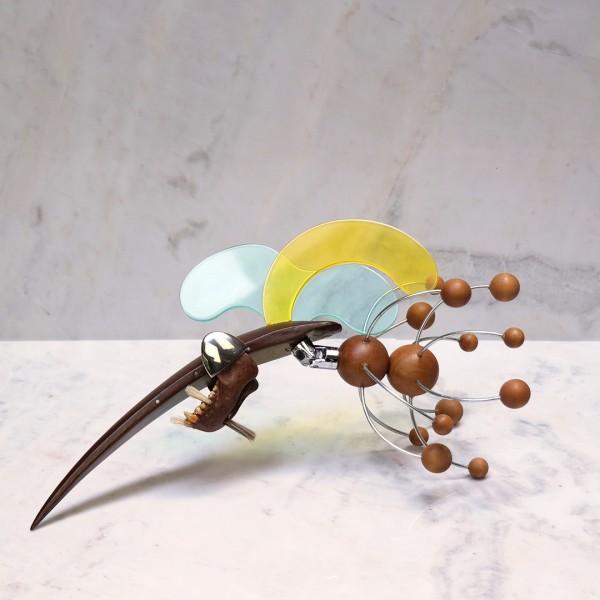 Metal, acrílico, madeira, cerdas, ossos e pintura 27X30X15cm [ECU064]